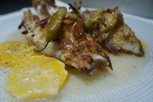 Tiñosu con piparra y citricos